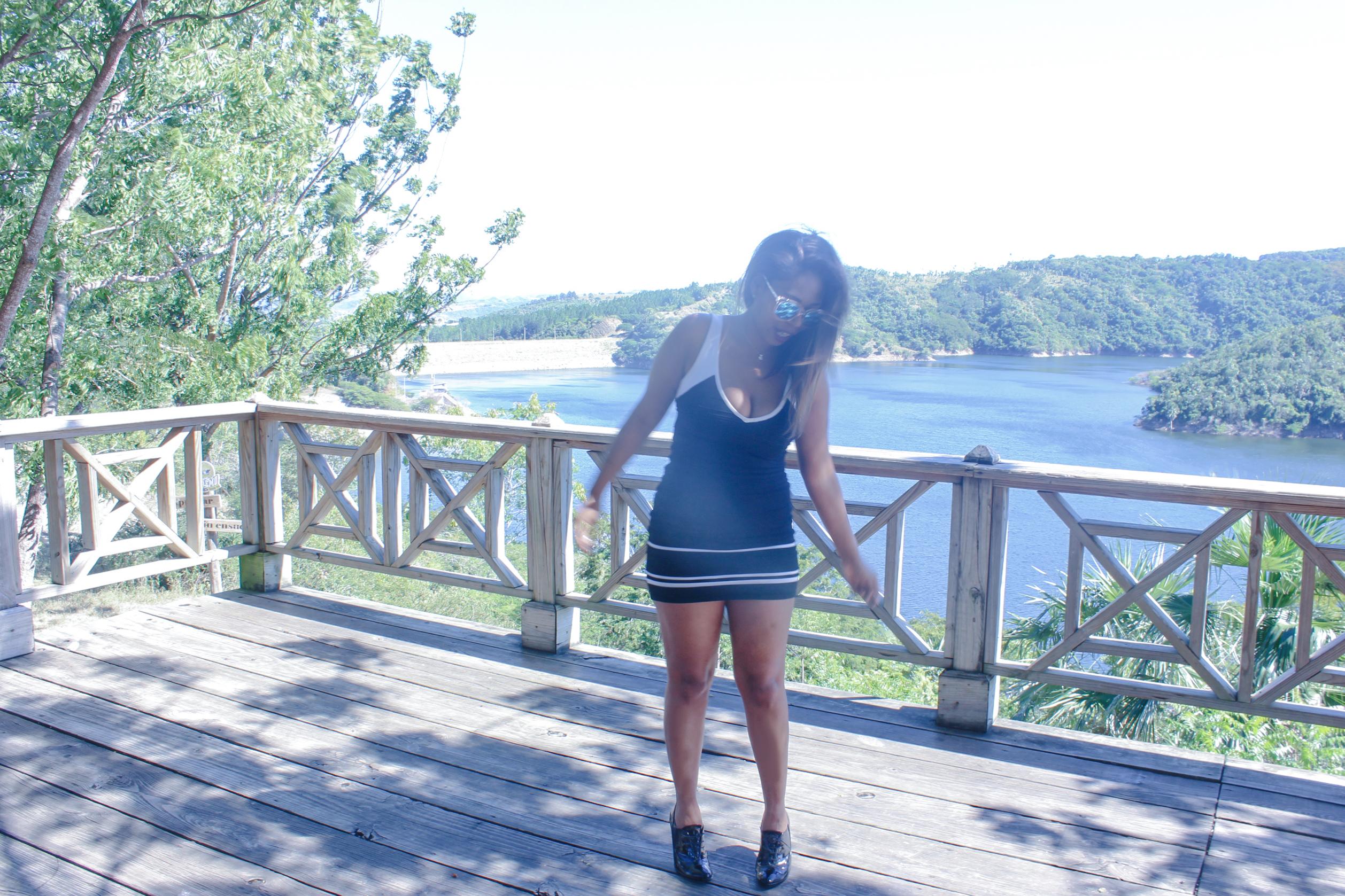 travel blogger 2