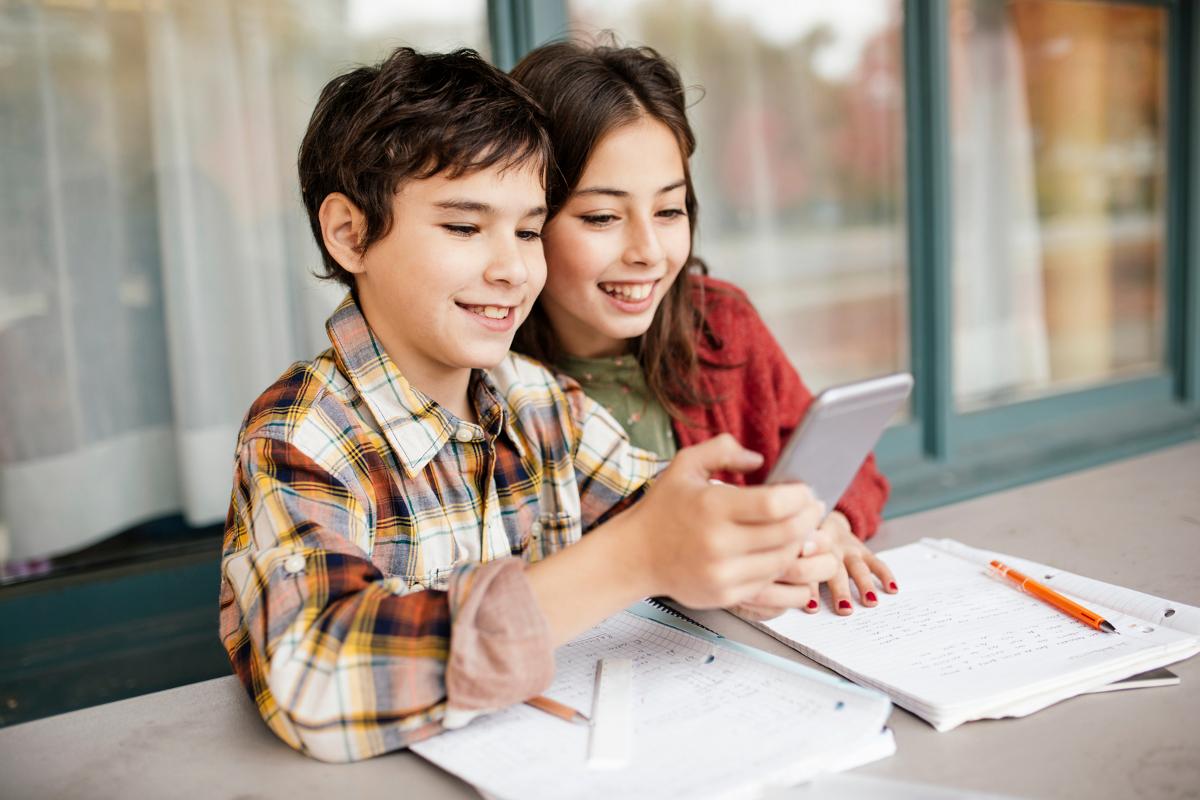 kids using cellphone for math